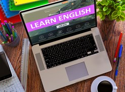 Online English courses on a laptop